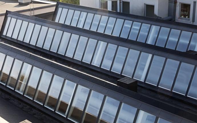 Reconstruire le caractère d'une école avec beaucoup de lumière naturelle